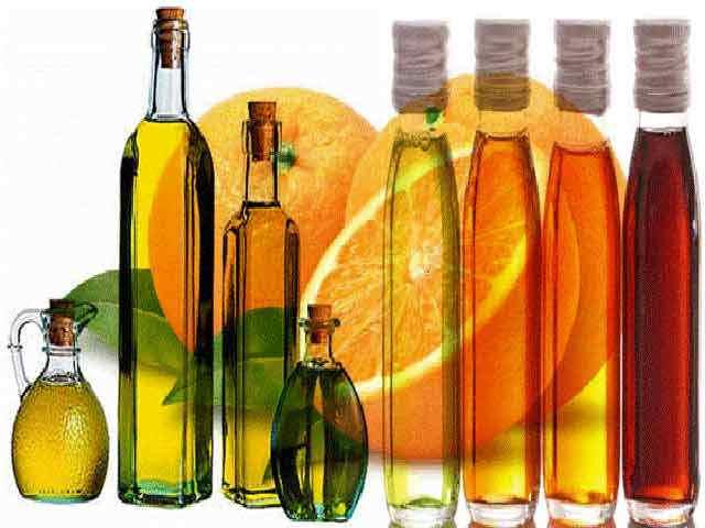 Различные бутыли с маслами
