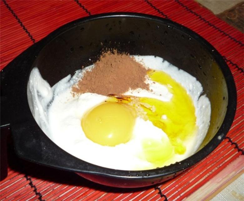 Какао-порошок, желток, кисломолочный продукт