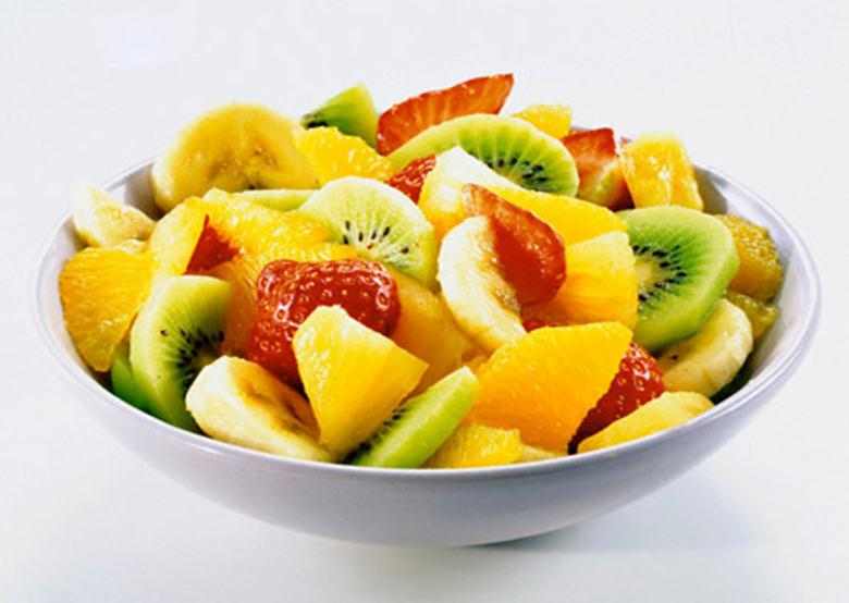 Бананы, киви, ягоды, апельсины