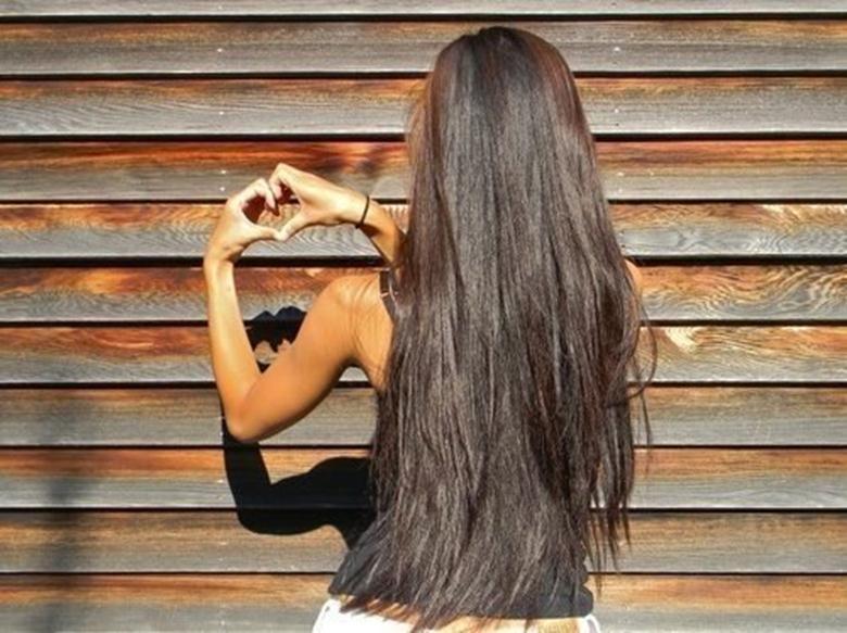 фото загадочная брюнетка с длинными волосами