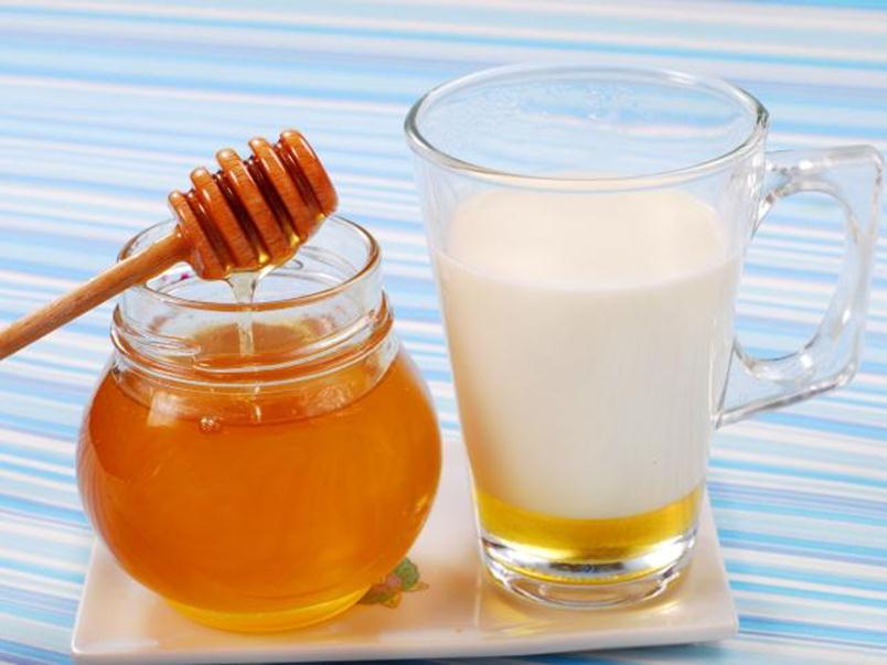Продукт пчеловодства и кисломолочный напиток