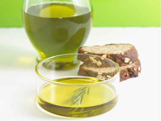 Черный хлеб и растительное масло
