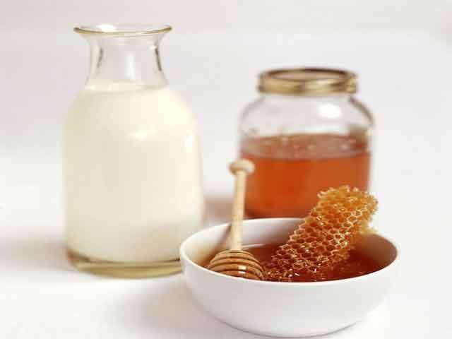 Продукт пчеловодства и кефир
